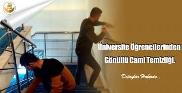 Üniversite Öğrencilerinden Gönüllü Cami Temizliği.